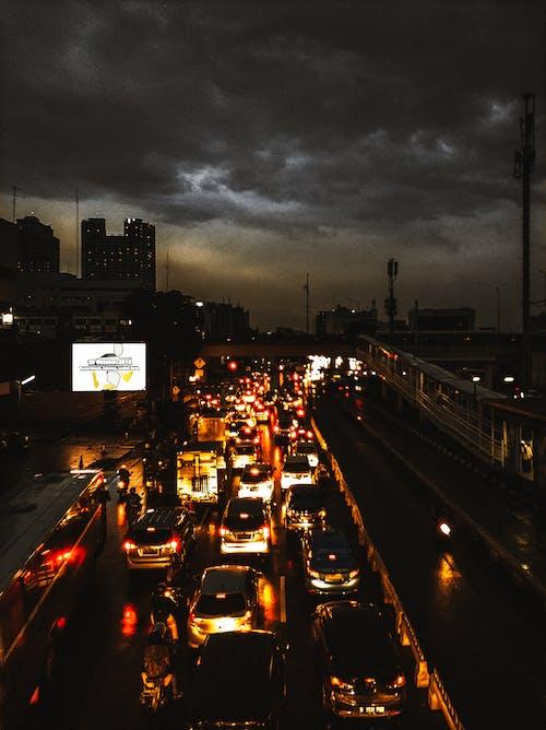 Foto stok gratis cahaya, jalan, jalan raya, kendaraan