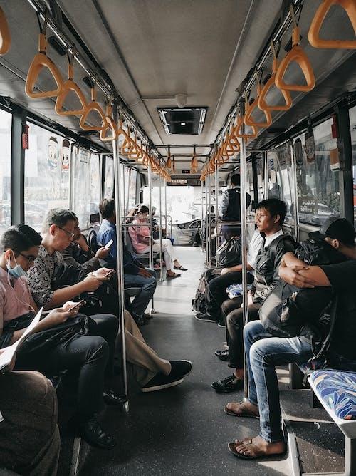 Безкоштовне стокове фото на тему «всередині, Громадський транспорт, дорога на роботу, дорослий»