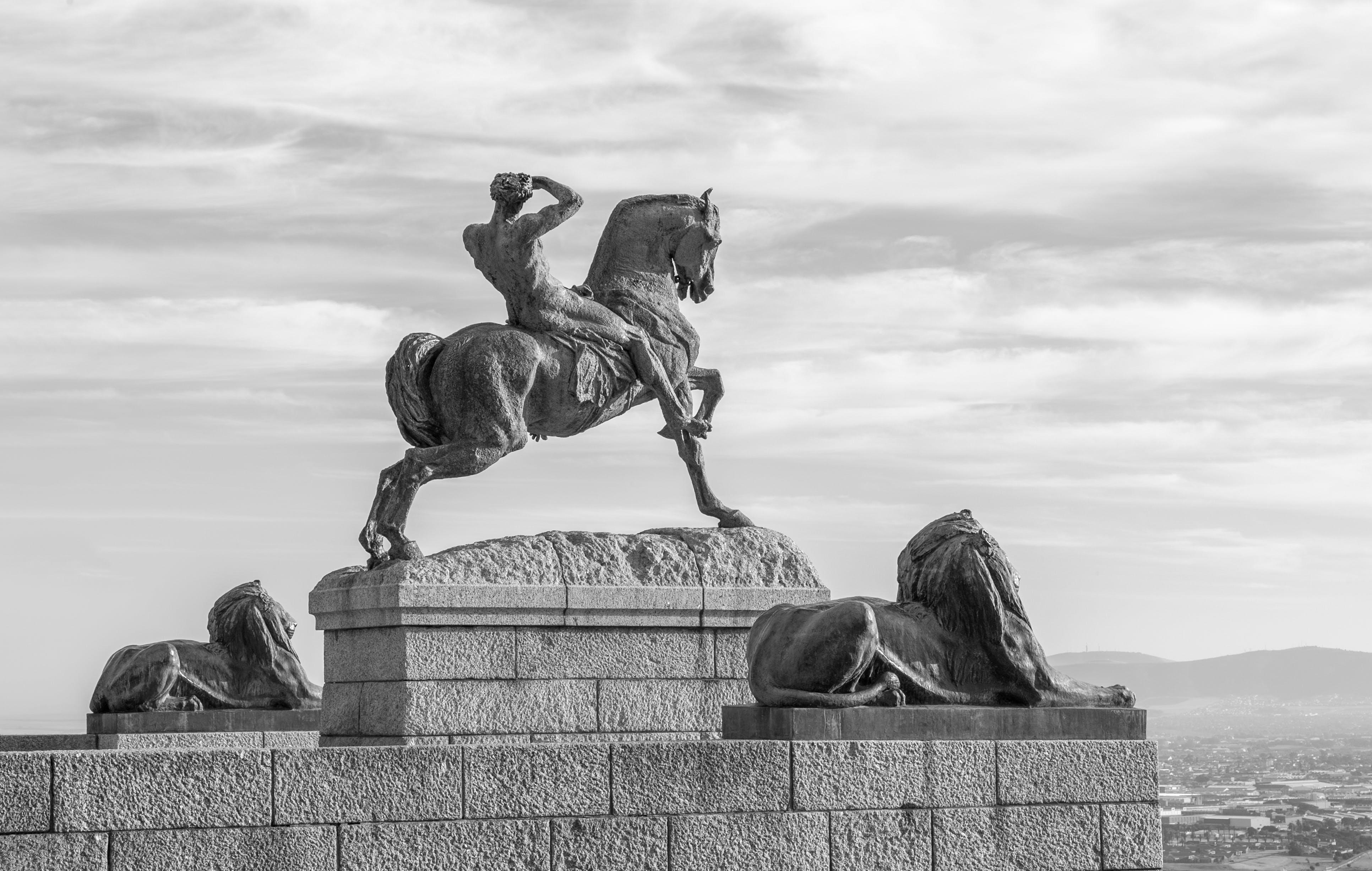 Rhodes Memorial Statue