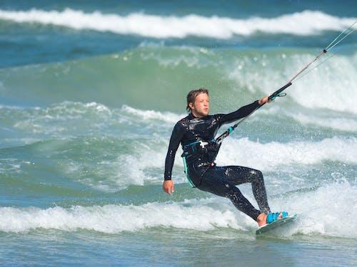 คลังภาพถ่ายฟรี ของ kiteboarding, กีฬา, กีฬาทางน้ำ, คน