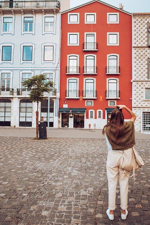 Δωρεάν στοκ φωτογραφιών με άνθρωπος, αρχιτεκτονική, αστικός, γυναίκα