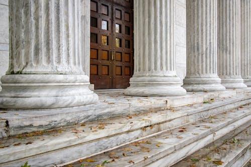 binalar, kolej, kolonlar, mimari içeren Ücretsiz stok fotoğraf