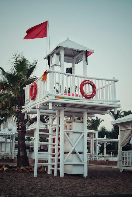 Hong Kong – Red flags hoisted at Hung Shing Yeh Beach and Pui O Beach