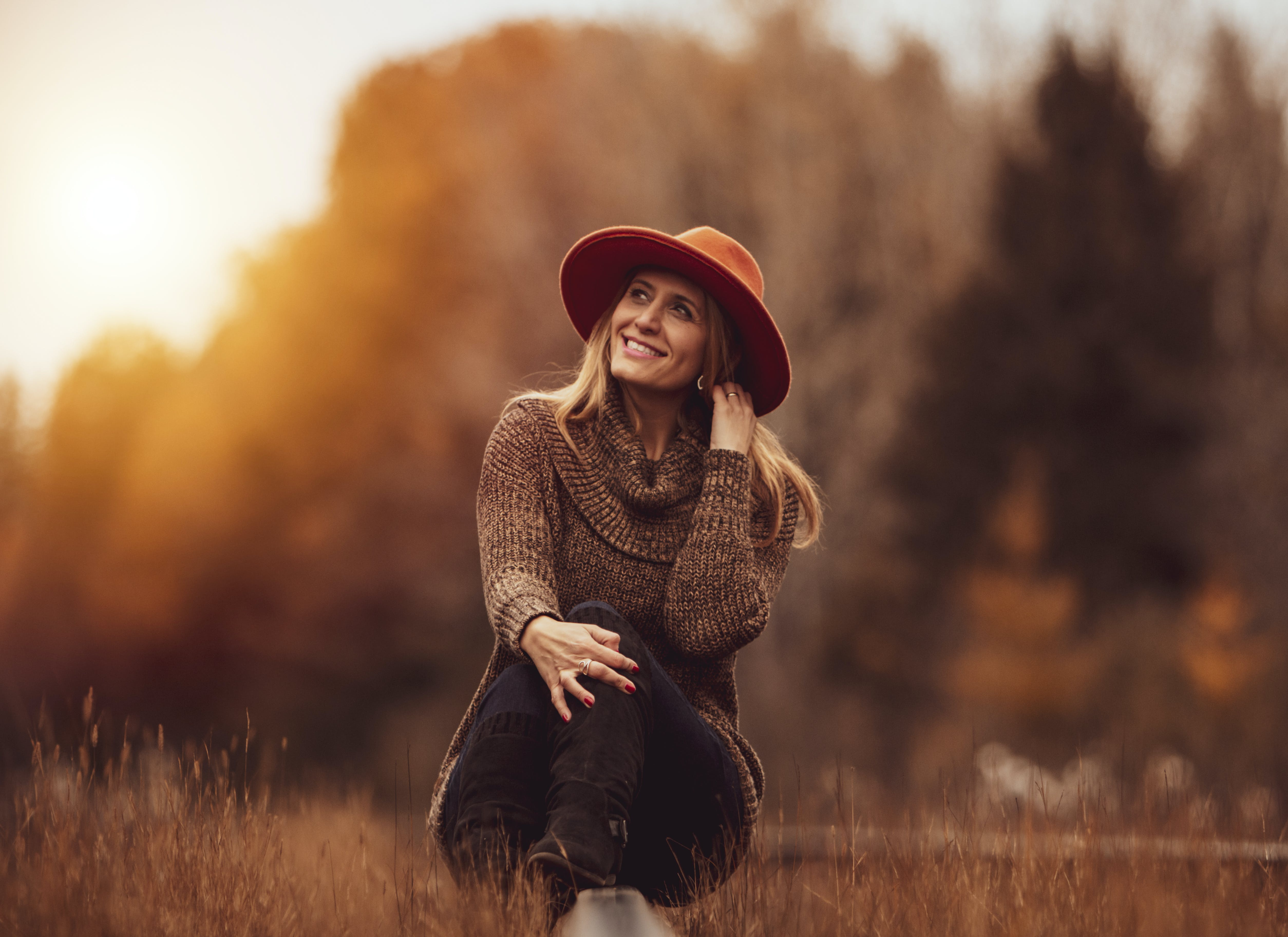 Free stock photo of autumn, autumn colors, blonde hair, hat