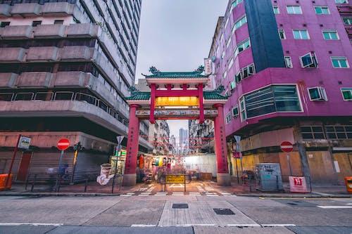 Ilmainen kuvapankkikuva tunnisteilla arkkitehtuuri, hong kong, katu, katukiveys