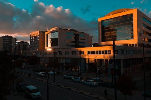 가벼운, 거리, 건물, 건축의 무료 스톡 사진
