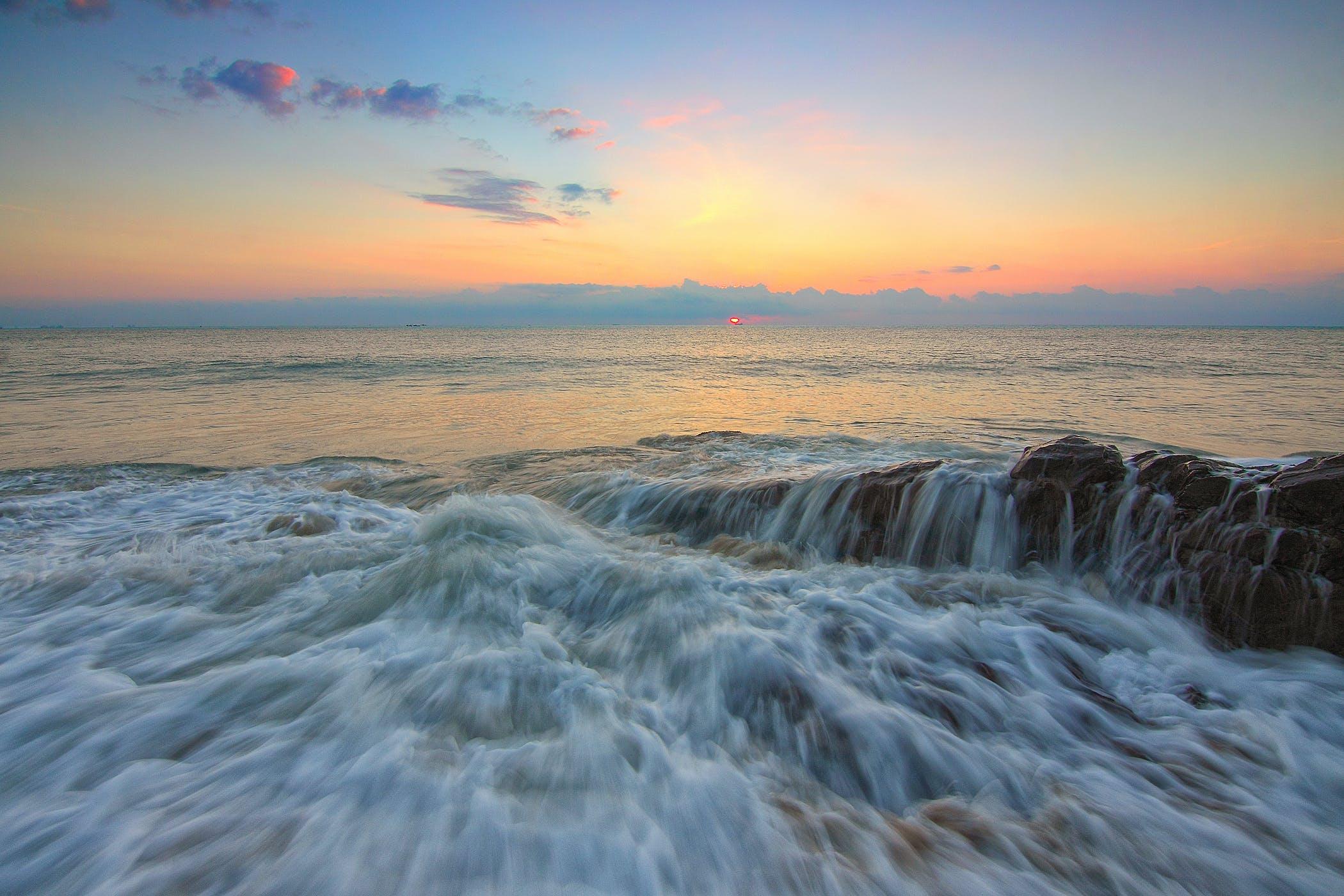 Seawaves during Golden Hour