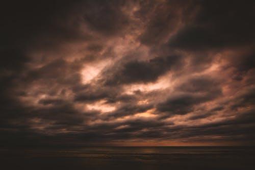 在海邊, 多雲的, 多雲的天空, 暴風雨 的 免費圖庫相片