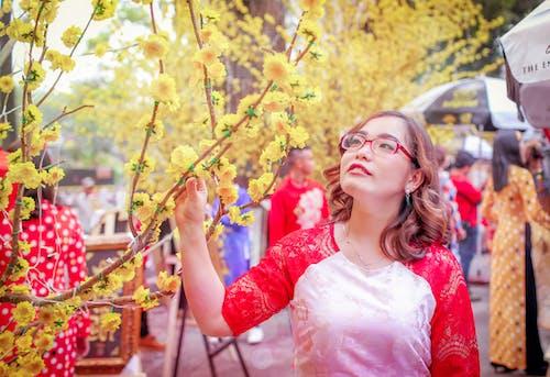 aşındırmak, asyalı kız, bahar, çiçeklenmek içeren Ücretsiz stok fotoğraf