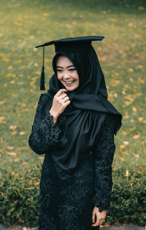 Photos gratuites de beau, bonheur, casquette académique carrée, cérémonie de remise des diplômes