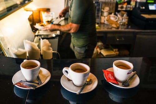 คลังภาพถ่ายฟรี ของ กาแฟ, กาแฟในถ้วย, คน, คาปูชิโน่