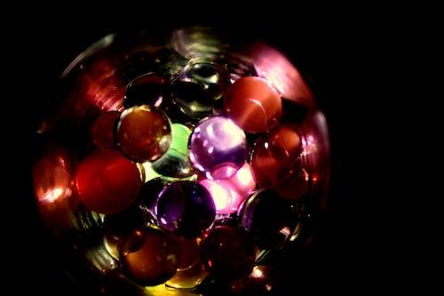 Foto d'estoc gratuïta de bola de vidre, bombolles d'aigua, colorit, cos d'aigua
