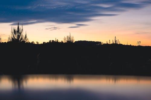 Gratis arkivbilde med daggry, landskap, refleksjon, solnedgang