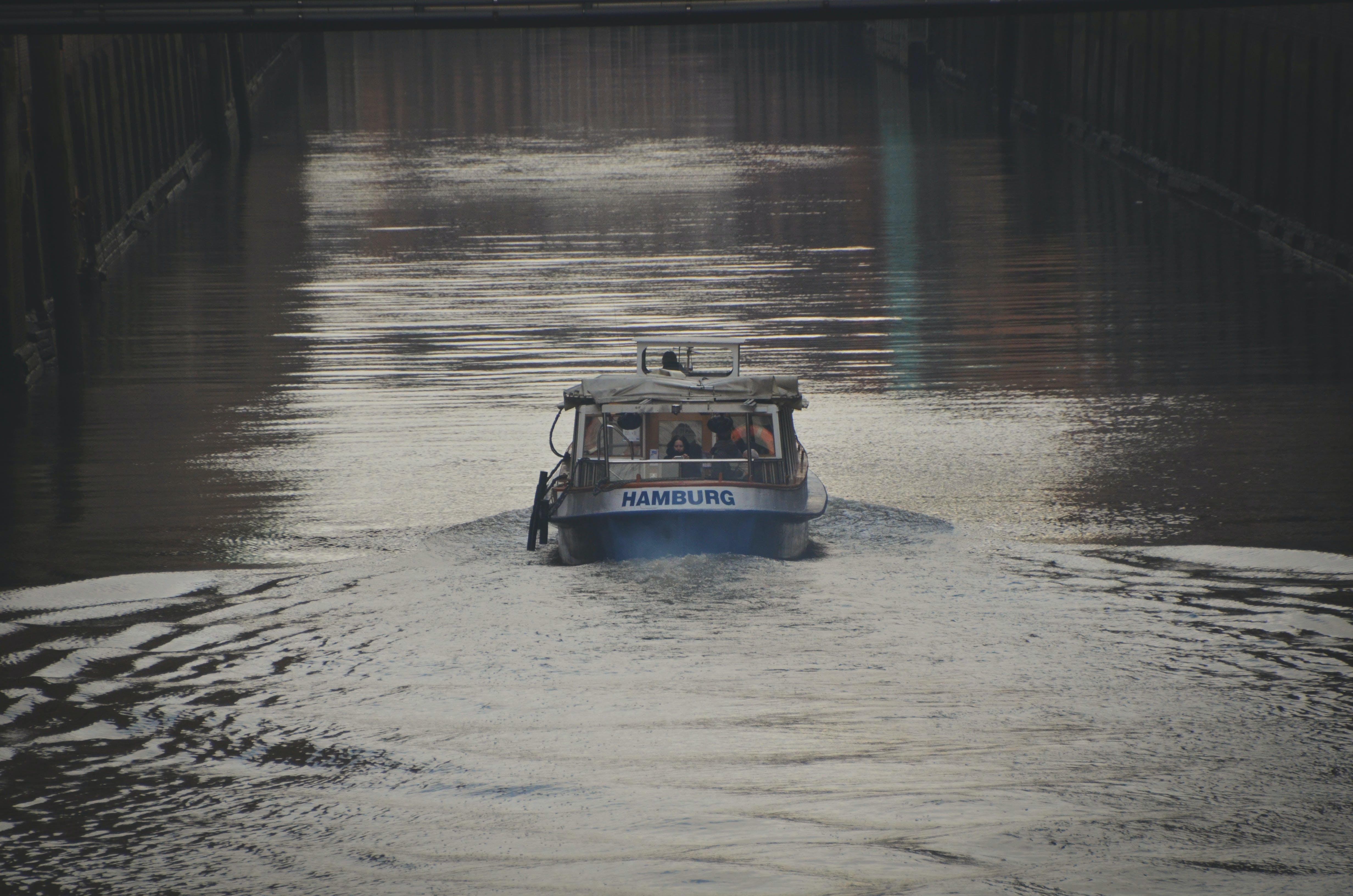 Kostenloses Stock Foto zu boat, channel, hamburg