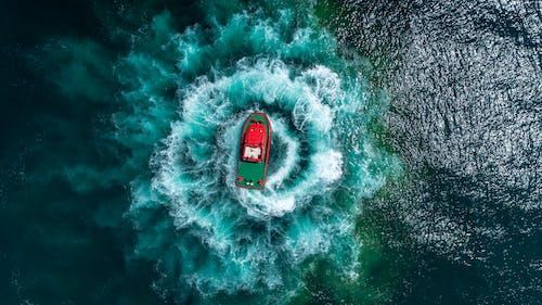 바다에 보트의 상위 뷰 사진