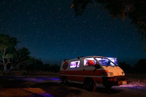 Δωρεάν στοκ φωτογραφιών με απόγευμα, αστέρια, αυτοκινούμενο τροχόσπιτο, δέντρα