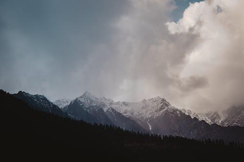 Foto profissional grátis de alto, cênico, céu, enevoado