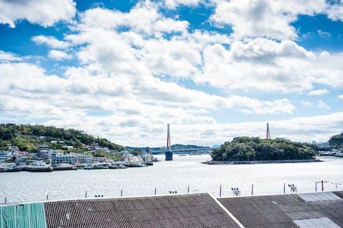Fotos de stock gratuitas de agua, arquitectura, bahía, cielo nublado