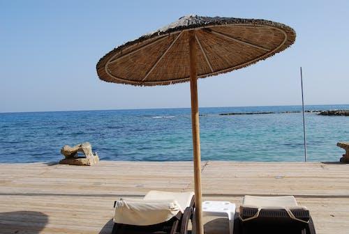 Darmowe zdjęcie z galerii z błękitne niebo, chata na plaży, dok, drewniana deska