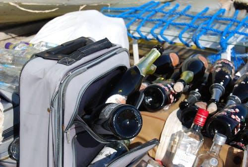 Darmowe zdjęcie z galerii z alkohol, butelki, butelki wina, butelki z alkoholem