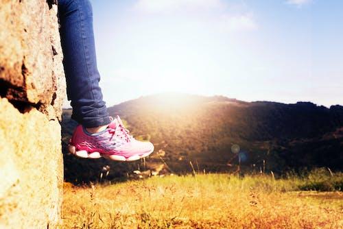 Foto stok gratis bidang, cewek, fokus selektif, gunung