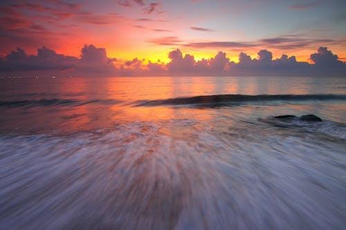 Бесплатное стоковое фото с вода, волны, длинная экспозиция, закат