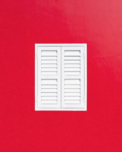 Darmowe zdjęcie z galerii z białe okno, biały, czerwone tło, czerwony