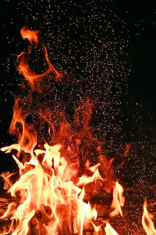kindle, ανάβω, ανάβω φωτιά