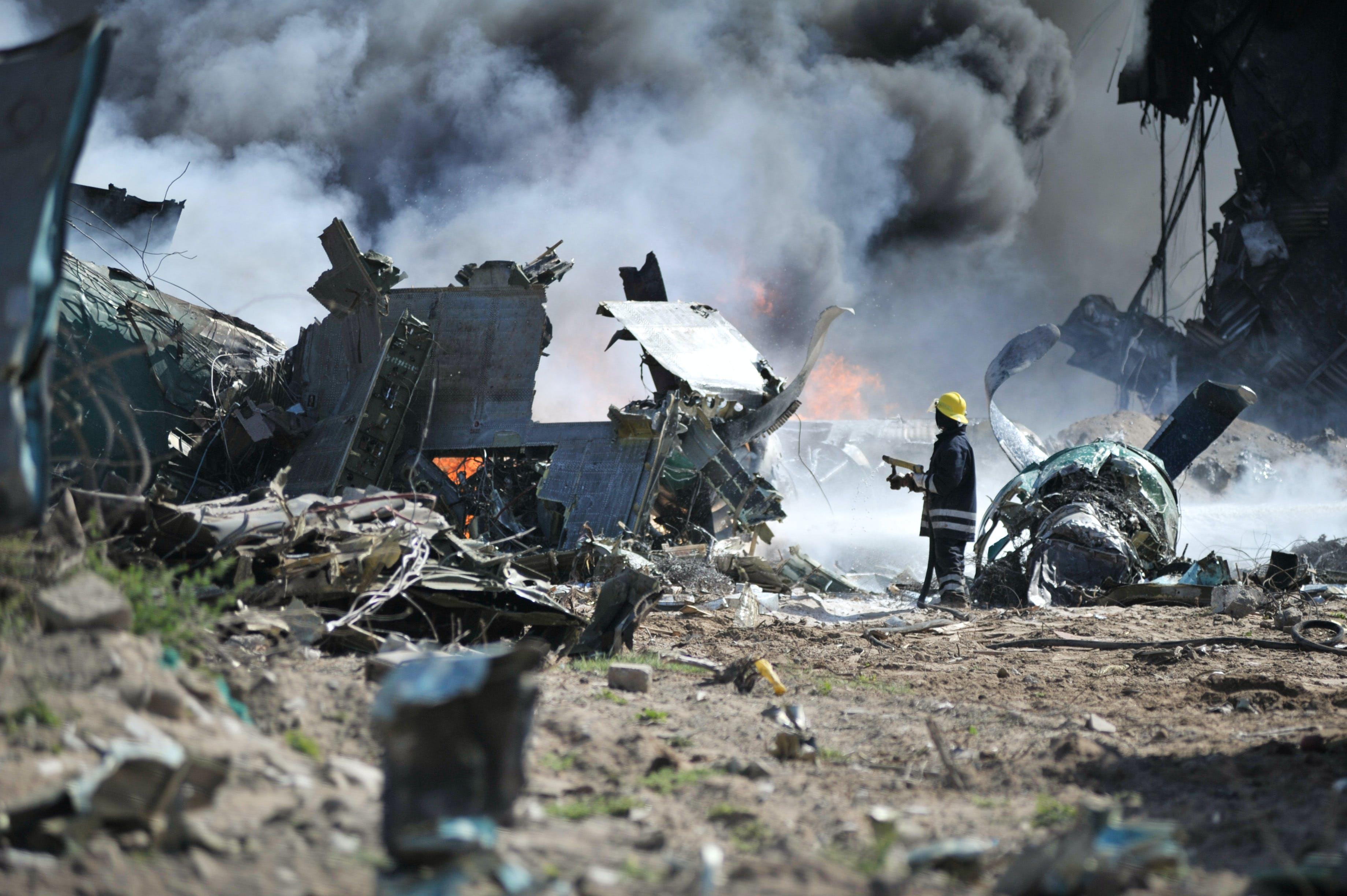 Kostenloses Stock Foto zu absturz, distruction, ersthelfer, explosion