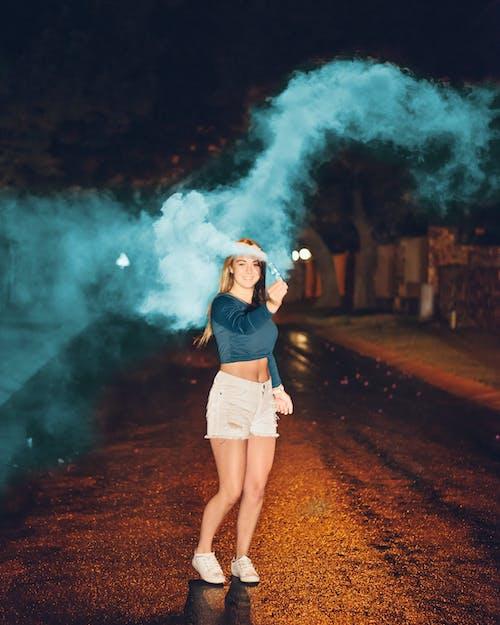 Δωρεάν στοκ φωτογραφιών με αναψυχή, άνθρωπος, απόγευμα, βόμβα καπνού