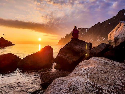 Foto profissional grátis de alvorecer, beira-mar, cênico, golden sun