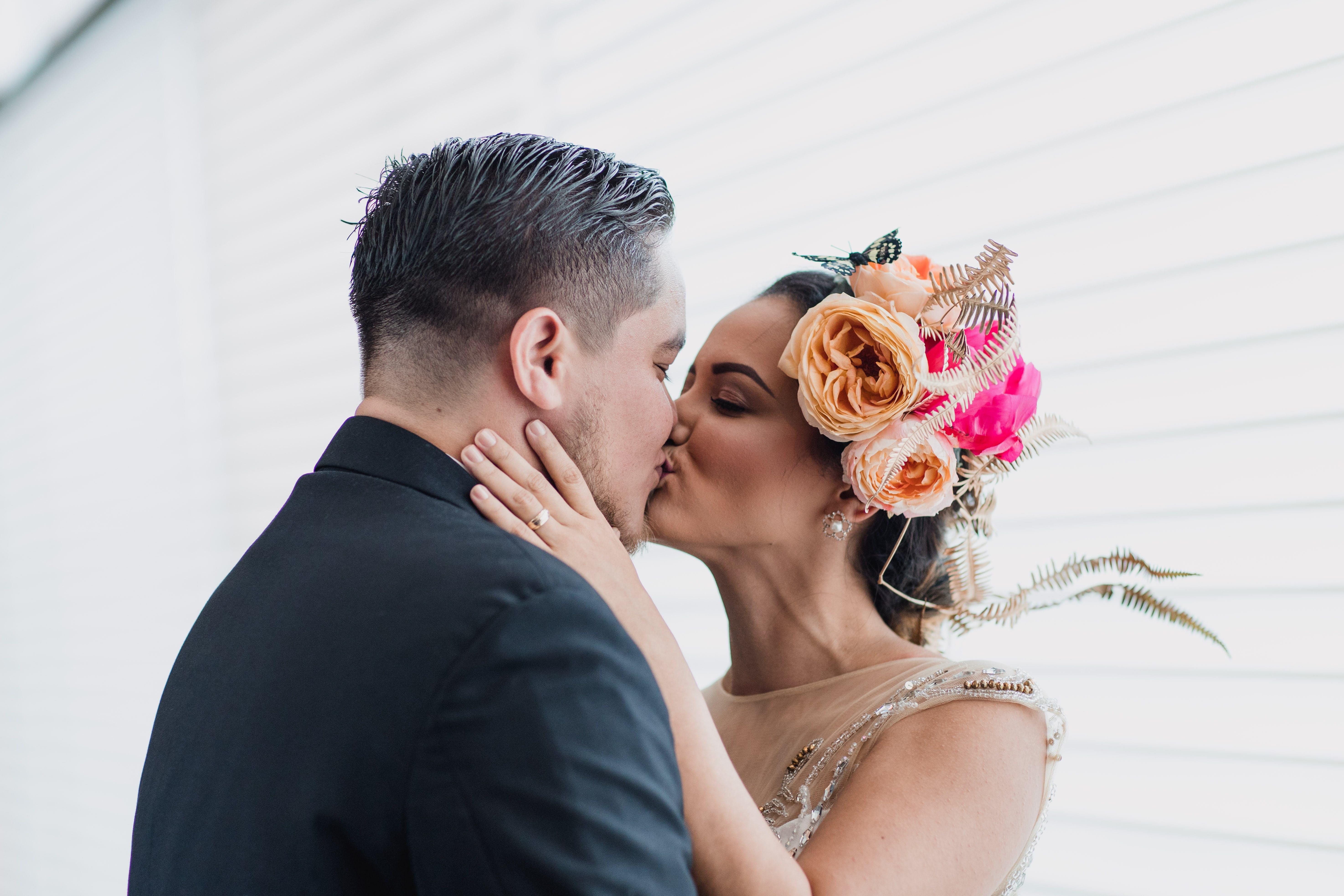 Fotos de stock gratuitas de adulto, amor, belleza, besando