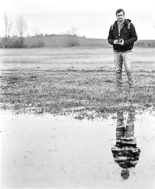 Безкоштовне стокове фото на тему «відображення, вода, дорослий, камера»