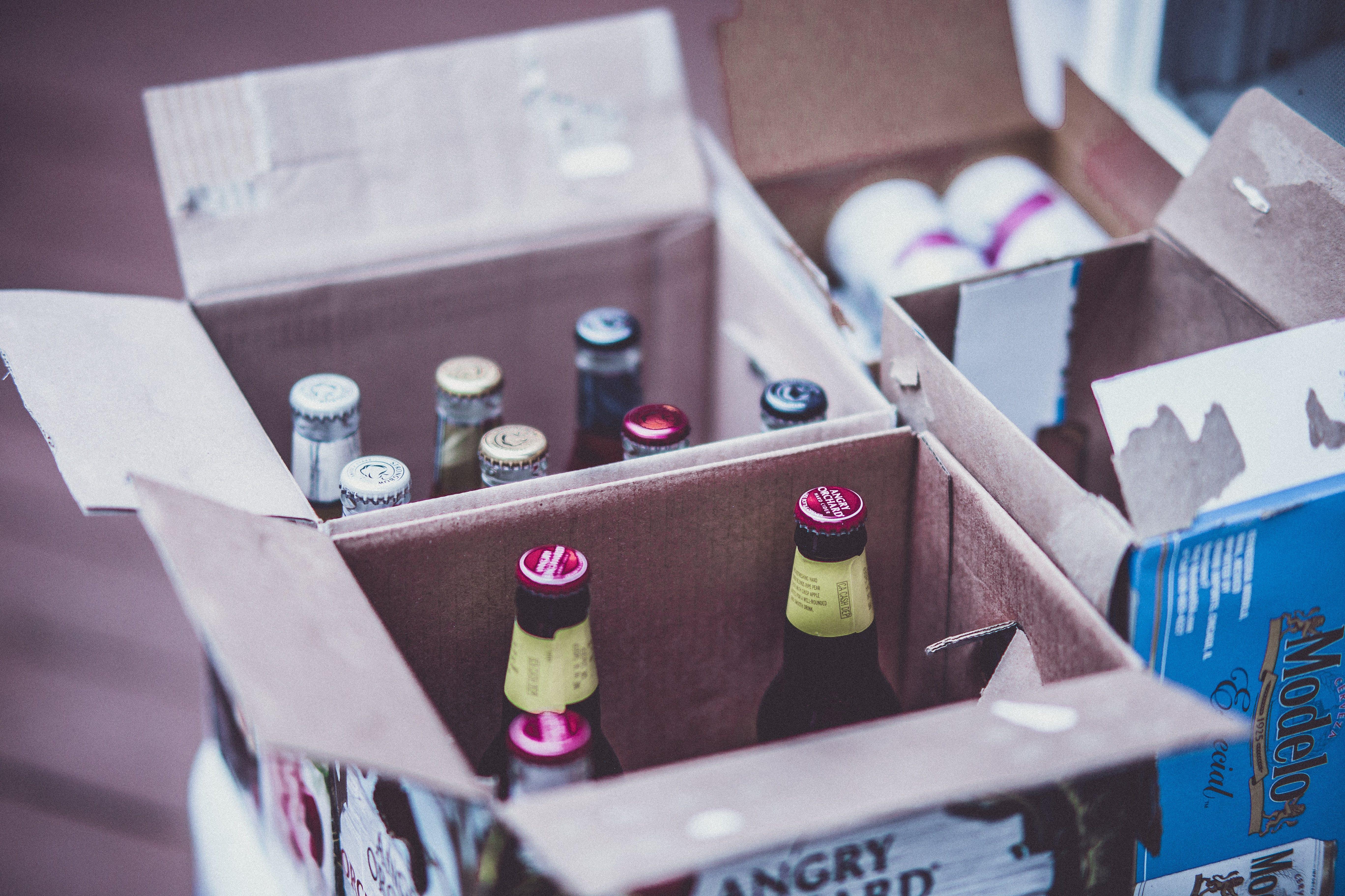 Kostenloses Stock Foto zu alkohol, alkohol-flaschen, bar, bier