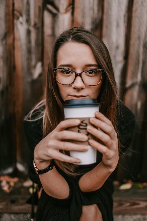 Photos gratuites de boire, brune, café, femelle