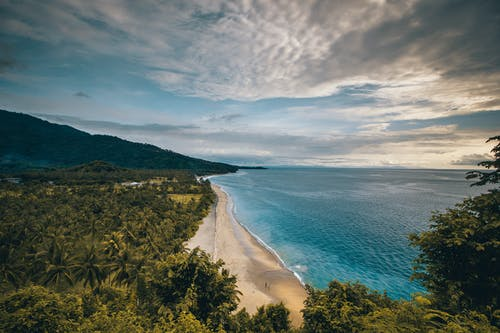 Bird's Eye View Foto Pantai Pasir Coklat