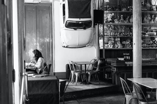Photos gratuites de bar café, cafétéria, chaises, échelle des gris