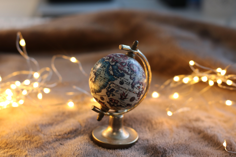 Foto d'estoc gratuïta de esfera, garlanda de llums, il·luminat, llums