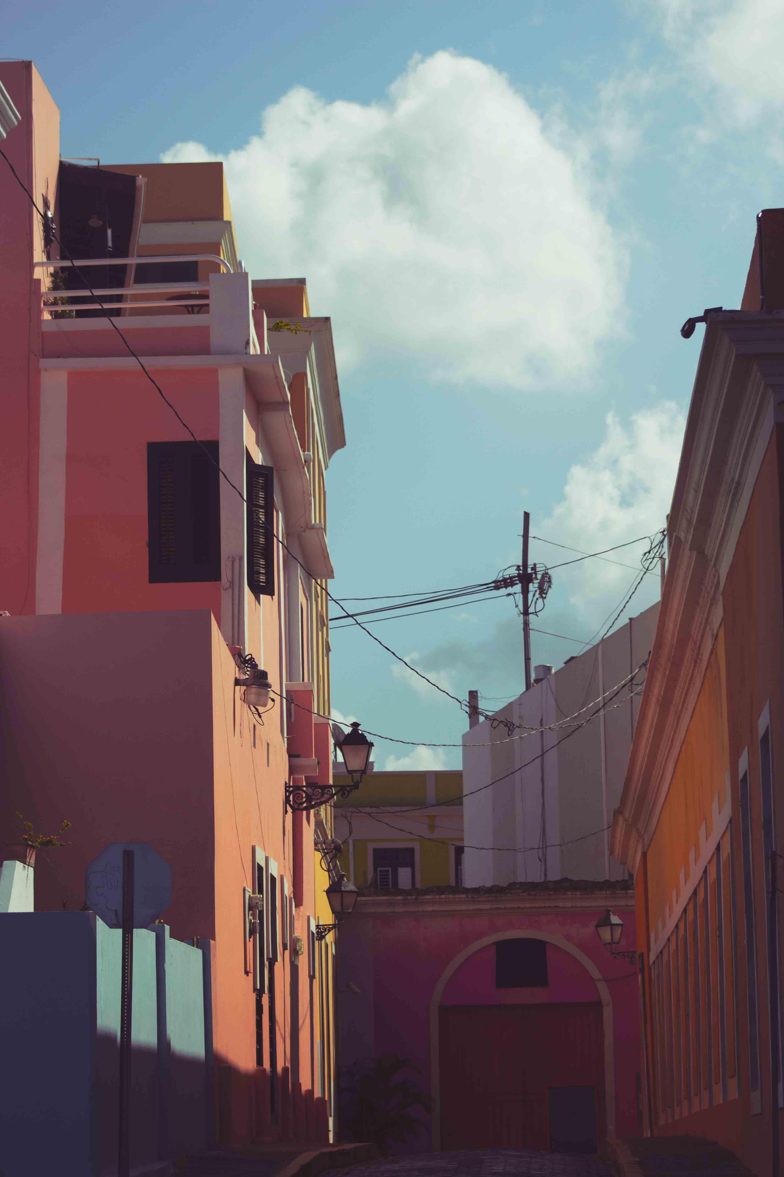 Kostenloses Stock Foto zu architektur, außen, blauer himmel, bunt