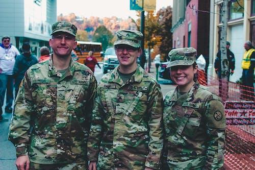 Безкоштовне стокове фото на тему «армія США, військова форма, військовий, група»