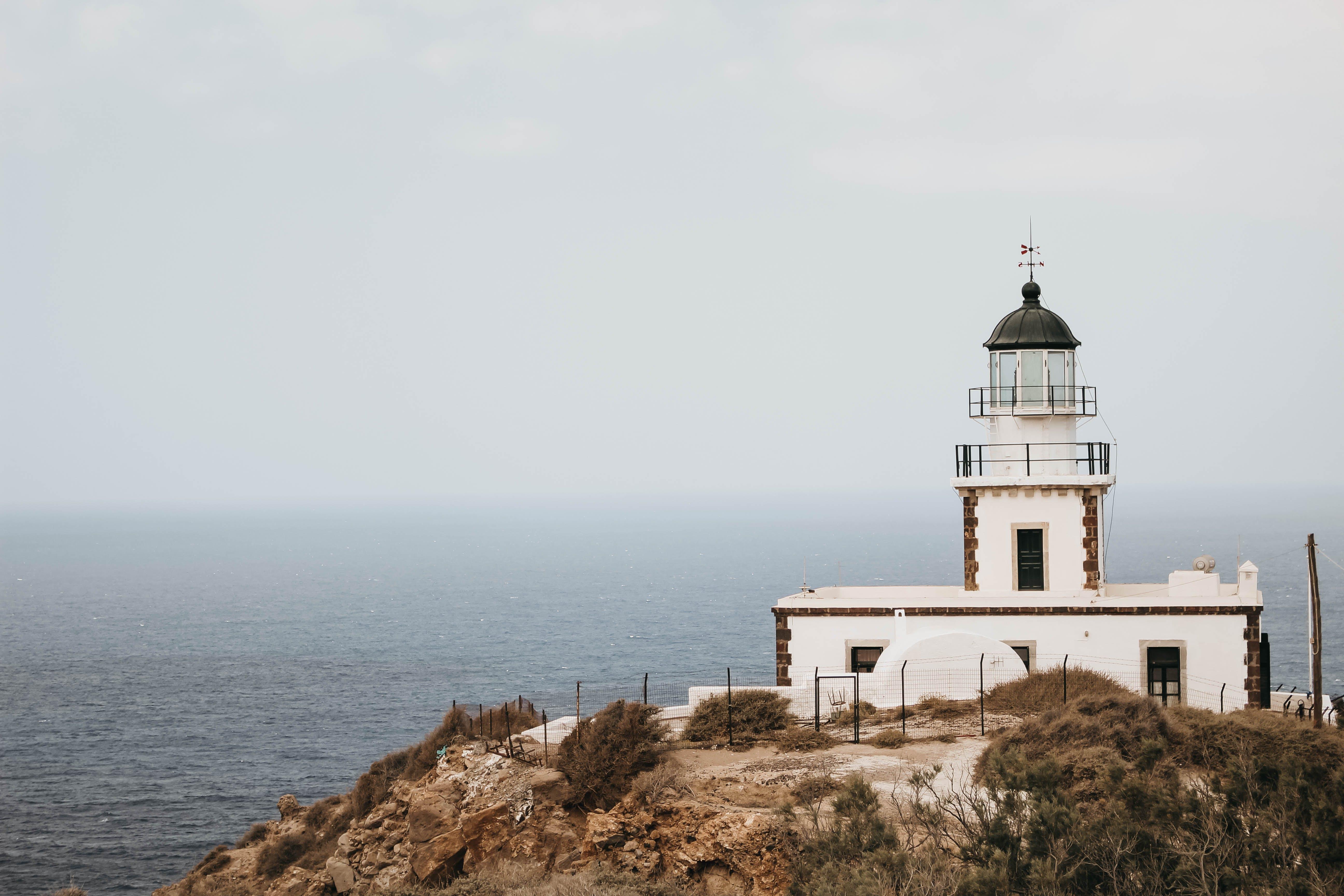 Základová fotografie zdarma na téma architektura, maják, mlha, moře