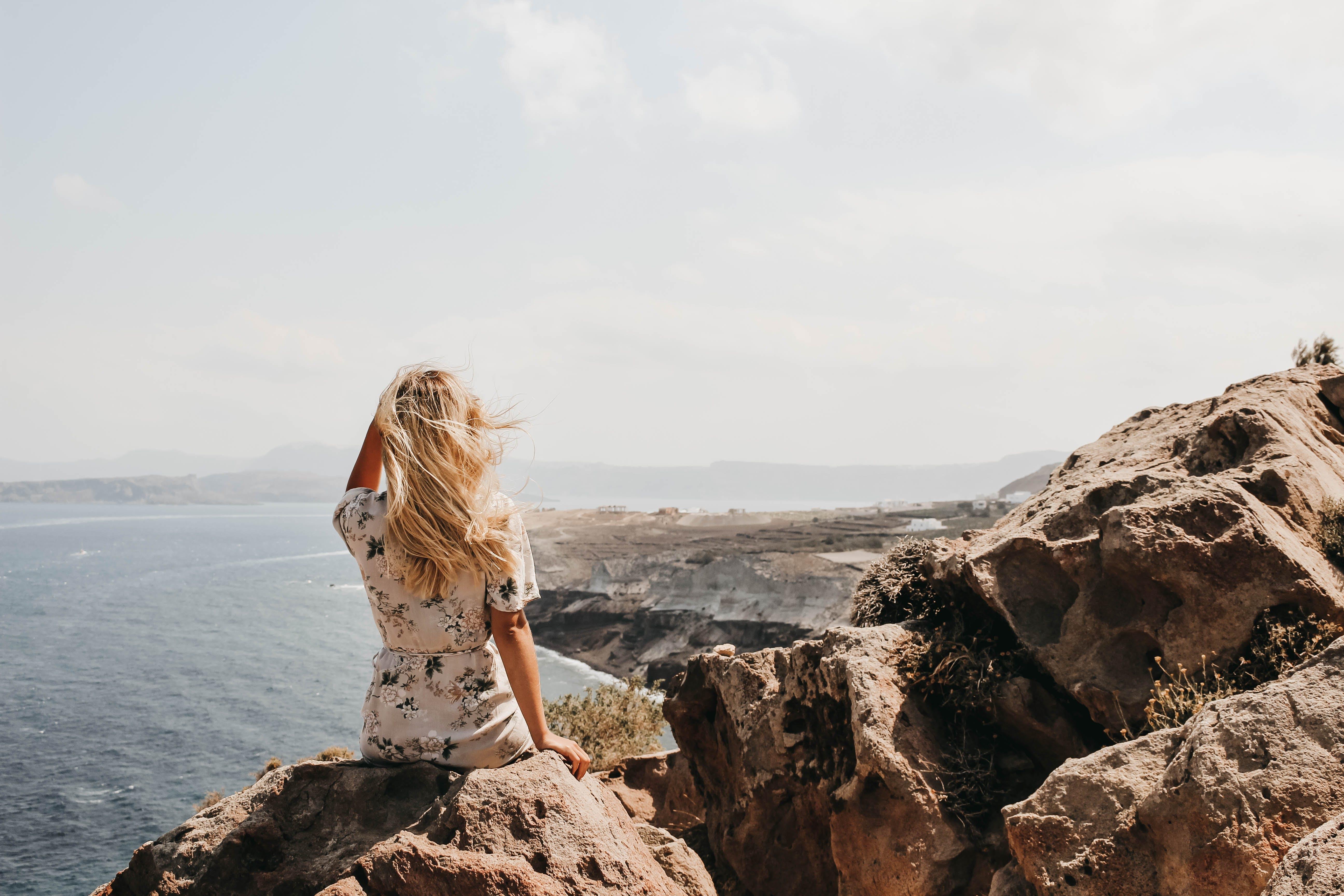 Základová fotografie zdarma na téma blond vlasy, hora, kameny, krajina