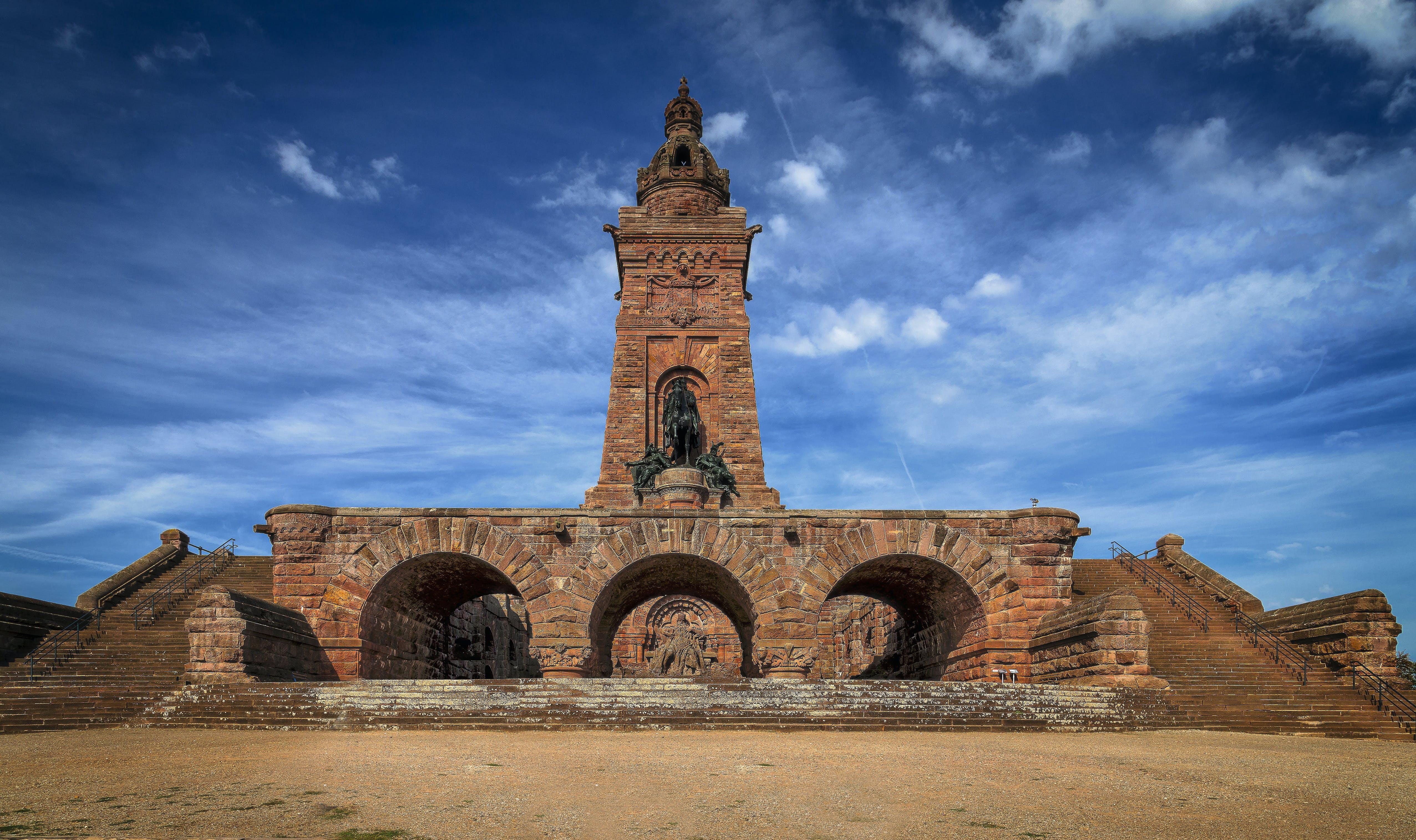 Fotobanka sbezplatnými fotkami na tému architektúra, barbarossa pomník, budova, cestovný ruch