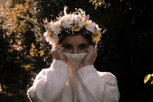 Immagine gratuita di adorabile, concetto, corona di fiori, donna