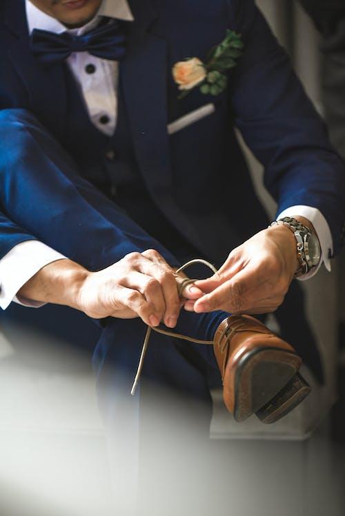 Darmowe zdjęcie z galerii z but, formalny, garnitur, mężczyzna