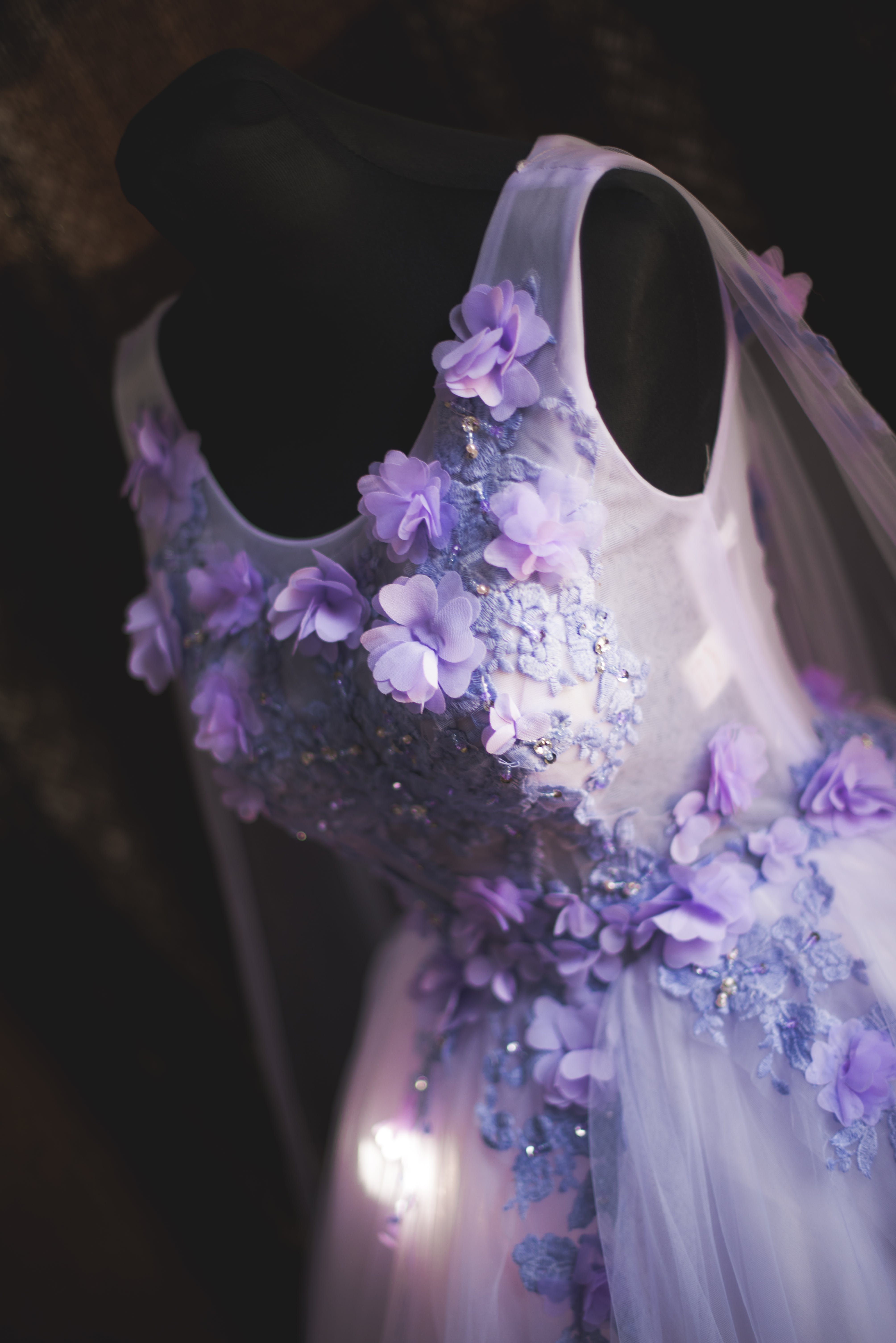 Women's White and Purple Sleeveless Dress on Black Mannequin