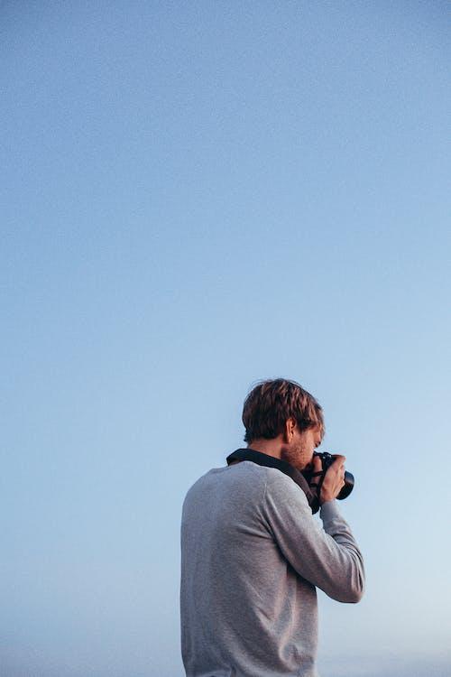 Immagine gratuita di fotocamera, fotografia, fotografo, indossare