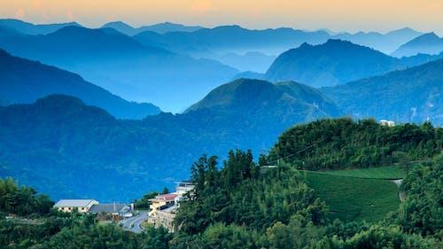 Gratis lagerfoto af bakke, bjerge, landskab, malerisk
