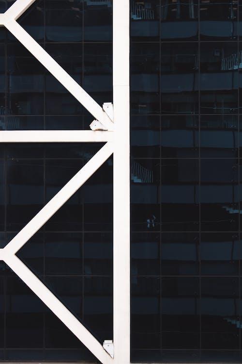 Бесплатное стоковое фото с Архитектурное проектирование, здание, окна, офисное здание