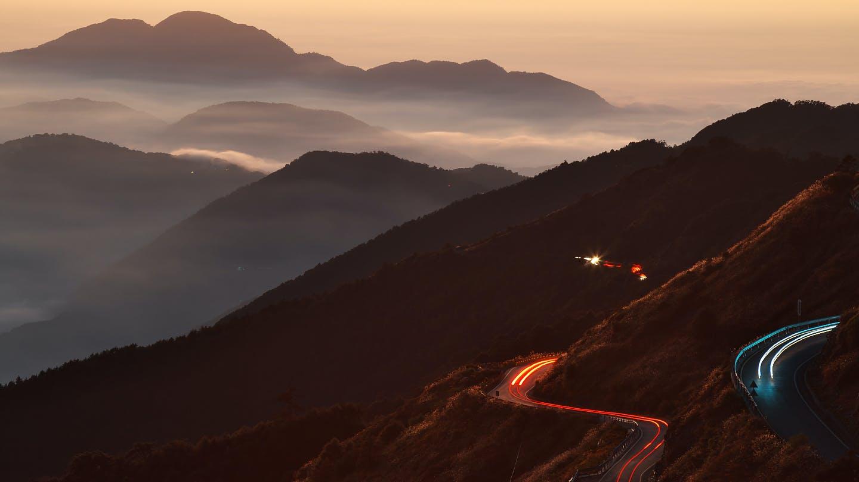 Gratis lagerfoto af bakke, bevægelse, blå bjerge, dagslys
